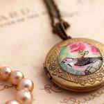 Glass bird photo locket, bird pictu..