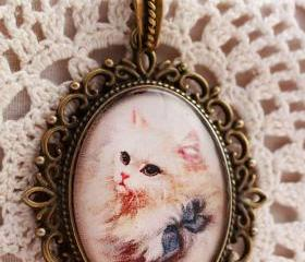 White cat pendant, c..