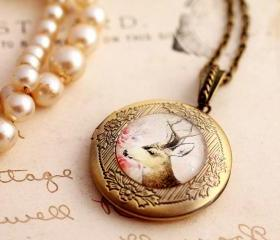 Deer cameo locket, d..