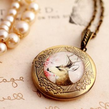 Deer cameo locket, deer cameo pendant, picture locket, woodland necklace, antique style locket, bronze locket necklace, bronze photo locket